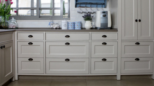 Flat Front Drawers Are More Economical Than 5 Piece Drawers, But Aside From  Cost, The Width Of Your Cabinets May Influence The Drawer Style You Choose.